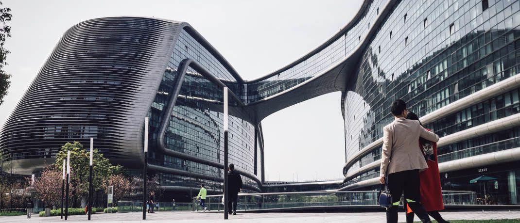Bürogebäude: Manager offener Immobilienfonds gehen auf der Suche nach günstigen Gelegenheiten derzeit oft leer aus.|© Unsplash