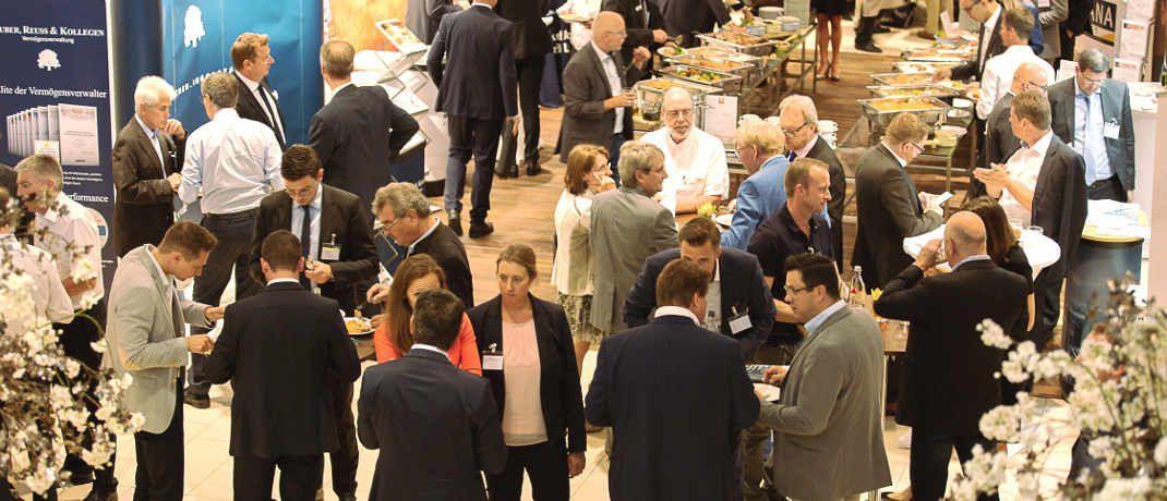 Rund 450 Besucher folgten der Einladung zum achten Vermögenstag der V-Bank ins Müchner Hotel Leonardo Royal.|© V-Bank