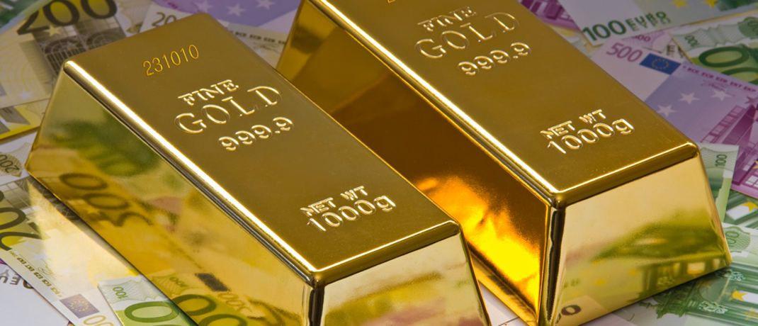 Goldbarren und Geld: Staatsanleihen mit kurzen Laufzeiten gelten als Konkurrenz zur zinslosen Geldanlage in Gold.&nbsp;|&nbsp;&copy; Thorben Wengert / <a href='http://www.pixelio.de/' target='_blank'>pixelio.de</a>