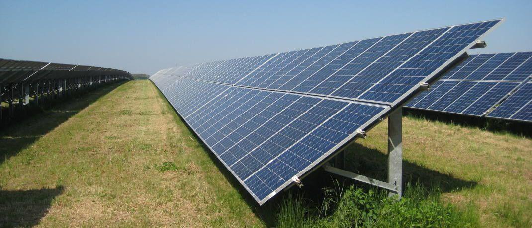 Fotovoltaikanlage: Seit wenigen Jahren spielt die Produktion von Solarzellen eine wichtige Rolle bei der weltweiten Nachfrage nach Silber, das f&uuml;r mindestens 20 Jahre in den Modulen gebunden ist. Vor allem China will seine Kapazit&auml;t stark ausbauen.&nbsp;|&nbsp;&copy; Gisela Zechner / <a href='http://www.pixelio.de/' target='_blank'>pixelio.de</a>