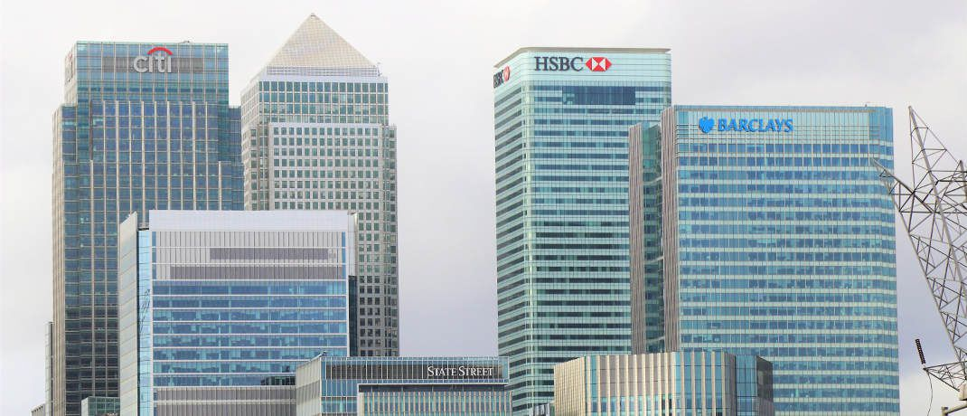 Bankentürme in der Londoner City: Die Arbeit bei einer Bank erweist sich für viele Angestellte als Motivationskiller. Selbstständige Berater sind einer Umfrage zufolge zufriedener und arbeiten produktiver. |© Expect Best