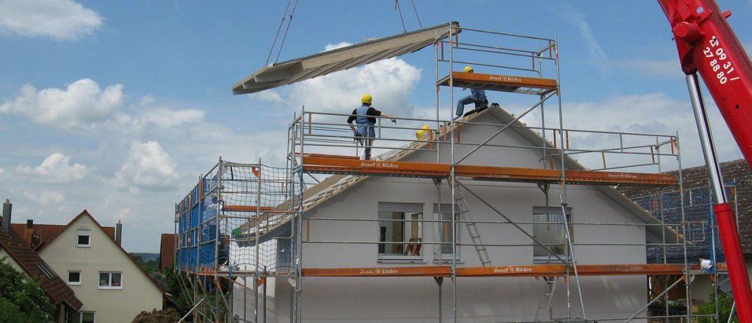 Arbeiter auf einer Baustelle: Gerade in den Großstädten wie München brauchen Verbraucher länger, um ihr Haus abzubezahlen.|© Pixabay