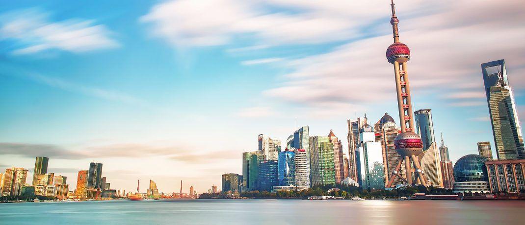 Die Skyline von Shanghai: Seit seinem Hoch im Januar dieses Jahres ist der Shanghai Composite Index um mehr als 20 Prozent gesunken.|© zhang kaiyv