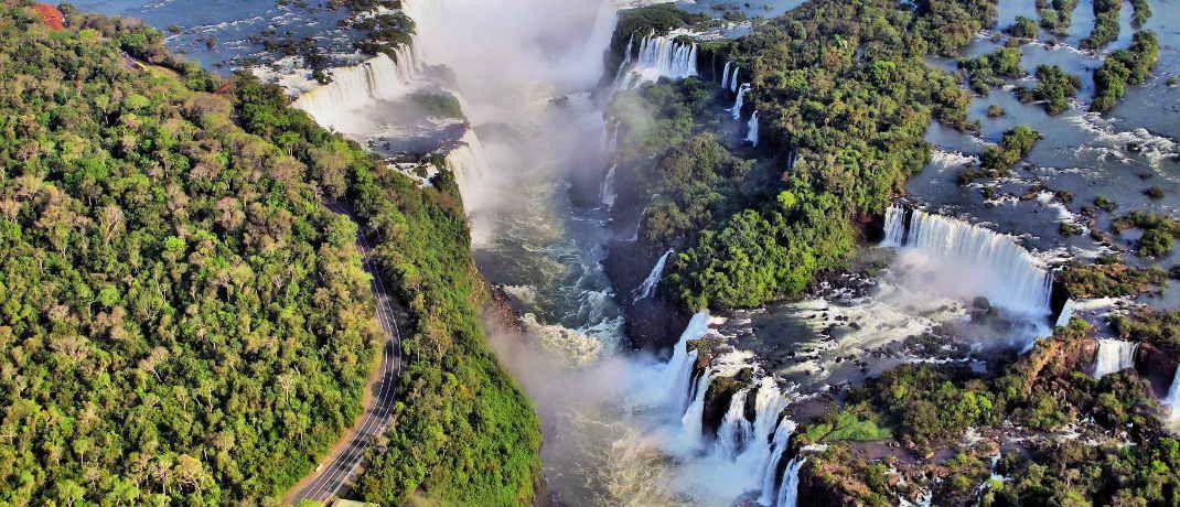 Iguaçú Wasserfälle im Dreiländereck von Brasilien, Argentinien und Paraguay: Südamerika bietet derzeit Chancen für Bond-Picker, meint Luc D'hooge.|© Bildpixel / <a href='http://www.pixelio.de/' target='_blank'>pixelio.de</a>