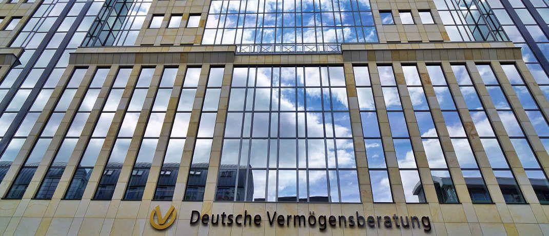 Die neue Frankfurter Zentrale des Allfinanzvertriebs DVAG, dem Erstplatzierten in der aktuellen Rangliste der Branche.|© Deutsche Vermögensberatung AG - DVAG