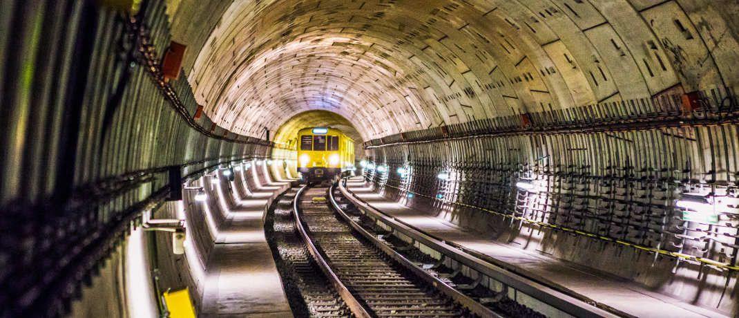 Bahntunnel: Ein neuer Bantleon-Fonds soll von den hohen Dividendenerträgen der Unternehmen aus dem Segment Infrastruktur profitieren.|© anna-m. weber