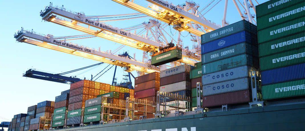 Containerschiff: P&R-Anleger haben mutmaßlich Transportbehälter erworben, die es gar nicht gibt: Von 1,6 Millionen verkauften Containern sind nur 618.000 vorhanden. Die Staatsanwaltschaft ermittelt wegen Betrugsverdachts gegen ehemalige und aktuelle Geschäftsführer des Unternehmens aus Grünwald.|©  David Dibert