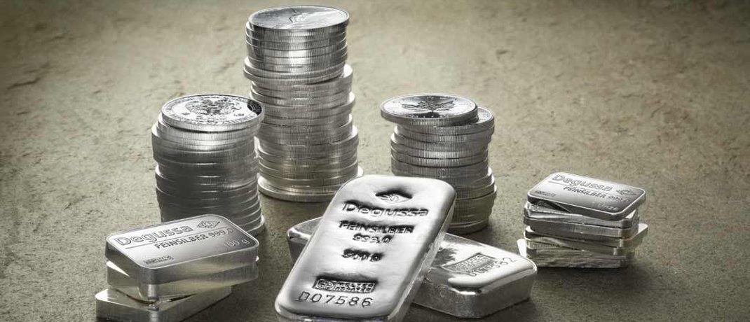 Silbermünzen und -barren. Der Einstiegszeitpunkt für ein Silber-Investment ist ideal, findet Rainer Beckmann von der Vermögensverwaltung Ficon Börsebius Invest.|© Degussa Goldhandel