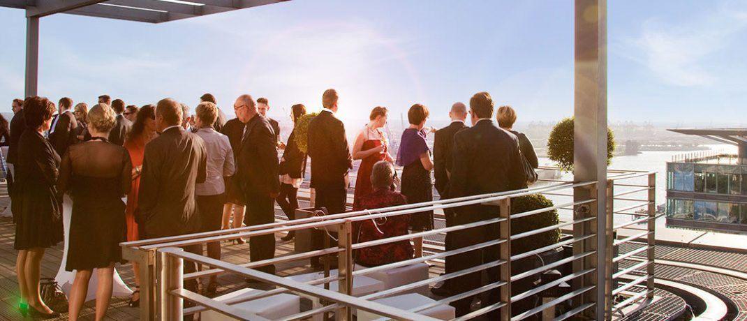 Besondere Atmosphäre: Vom Penthouse Elb-Panorama haben die Besucher des Pfefferminzia Zukunftstags ein tollen Blick über St. Pauli, den Hafen und die Hafencity mit ihrer Elbphilharmonie.|© Penthouse Elb-Panorama