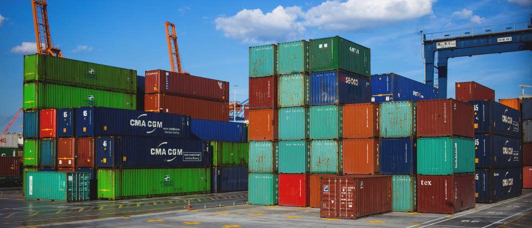 Container im Hafen: Die Anleger von Direktinvestments in Seecontainer der P&R-Gesellschaften hoffen in dem aktuell laufenden Insolvenzverfahren auf einen Teil ihrer in den vergangenen fünf Jahren insgesamt investierten etwa 3,5 Milliarden Euro.|© freestocks.org