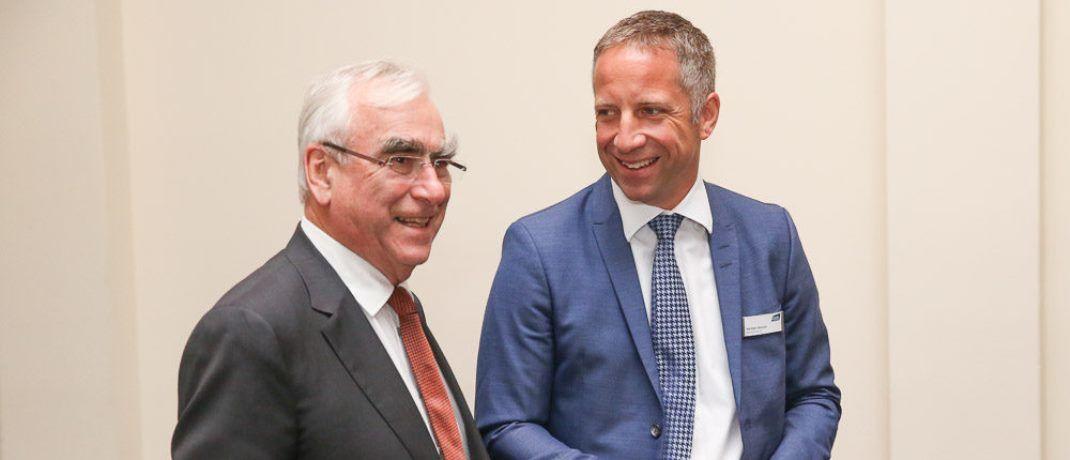 CSU-Politiker und Ex-Bundesfinanzminister Theo Waigel (links) mit Fonds-Finanz-Chef Norbert Porazik. |© Fonds Finanz