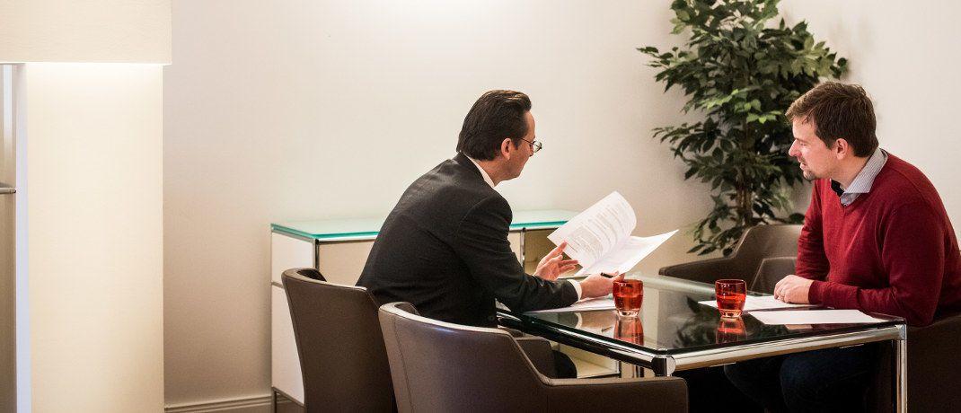 Beratungsgespräch: Wenn Finanzberater ihren Kunden auch in Steuerfragen helfen möchten, wird es heikel|© Bauherren Schutzbund e.V.