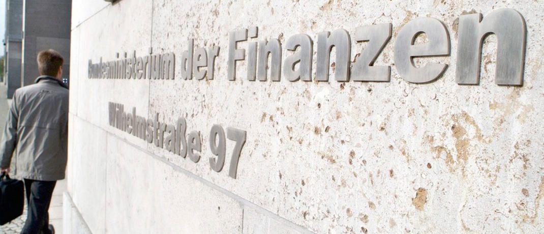 Das Gebäude des Bundesministeriums der Finanzen in Berlin: In einer Antwort auf eine Anfrage der Grünen nannten sie den Provisionsdeckel in der PKV einen Erfolg. |© MNF/Hendel