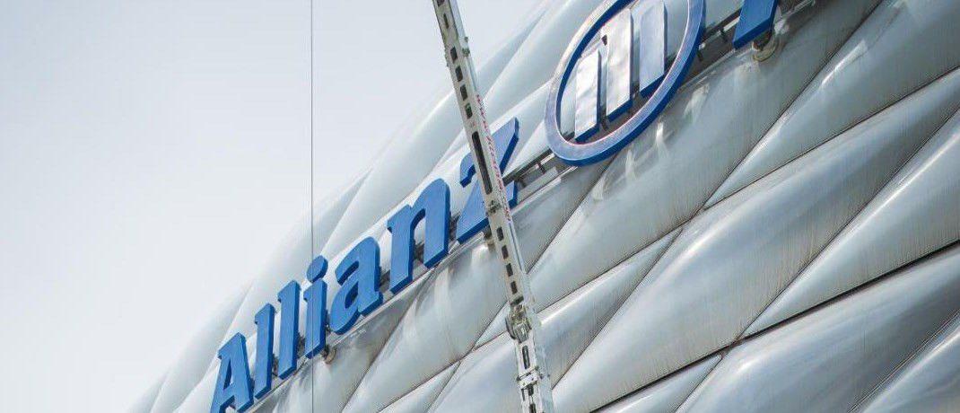 Das Allianz Logo an der Allianz Arena wird restauriert: Die Allianz gehört zu den neun Versicherern, die im Rating von Morgen & Morgen die Bestnote ergattert haben.|© Allianz