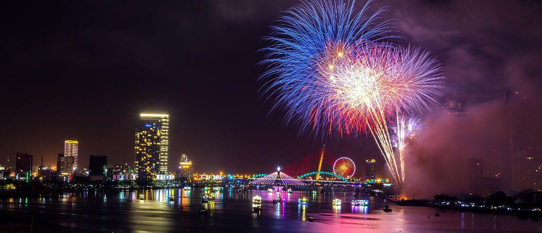 Silvesterfeuerwerk: Wenn das Jahr 2019 mit Böllern und Raketen begrüßt wird, treten wieder einige gesetzliche Änderungen in Kraft.|© trung nguyen