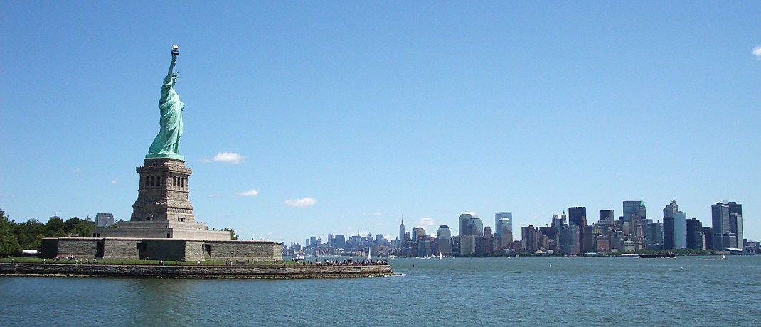 Statue of Liberty mit Blick auf Manhattan: Der US-Anleihemarkt steht laut Paul Brain zunehmend unter Stress.&nbsp;|&nbsp;&copy; Cornerstone / <a href='http://www.pixelio.de/' target='_blank'>pixelio.de</a>