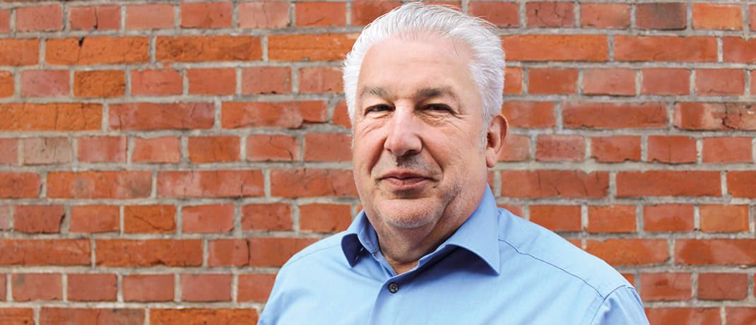 Rainer Doerr gründete 1996 die Secon Garantie in Spanien. Diese wurde 2001 an die Real Garant Versicherung – heute Zürich Beteiligungs-Aktiengesellschaft - verkauft. 2002 gründete Doerr mit zwei Partnern die Mobile Garantie in Spanien und der Schweiz.