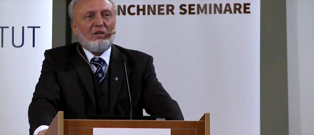 Hans-Werner Sinn bei seinem Vortrag|© Screenshot, Youtube