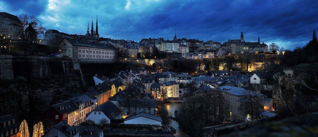 Luxemburg bei Nacht: Das Großherzogtum ist noch immer die Hochburg der europäischen Investmentszene|© Felix_w / Pixabay