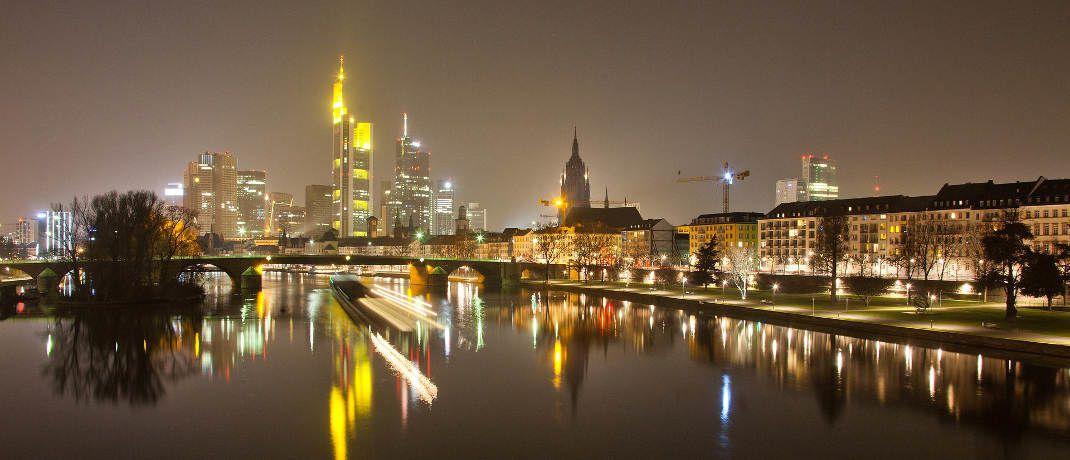 Frankfurt bei Nacht: Für viele Immobilienbesitzer könnte durch den Brexit schon bald die Sonner aufgehen|© Globenwein / Pixabay