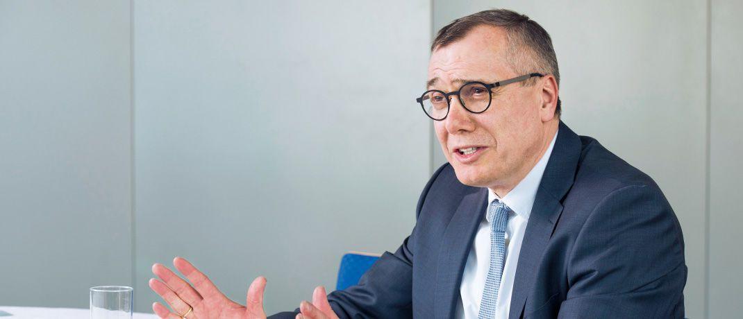 Bernd Vorbeck arbeitet seit 1989 bei Universal-Investment. Seit 1999 ist er Mitglied der Geschäftsleitung und seit April 2017 deren Vorsitzender.