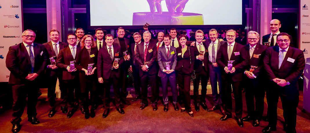 Die Sieger der diesjährigen Preisverleihung auf dem Gruppenfoto|© Griesch/Heller/Finanzen Verlag