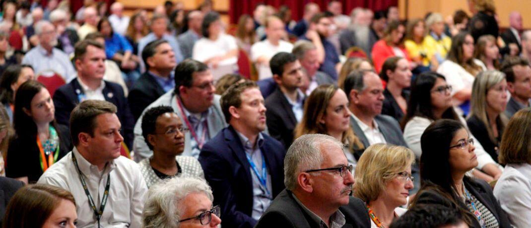 Aktionäre bei der Jahreshauptversammlung: Vorstandsvergütungssysteme sollten die nachhaltige wirtschaftliche Entwicklung von Unternehmen fördern.|© Getty Images