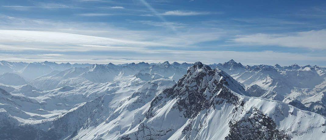 Berge in den Alpen: Je stärker ein Fonds auf und ab schwankt, desto stärker wirkt der Cost-Average-Effekt – so sagt man|© Simon / Pixabay.com