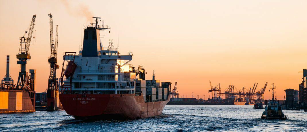 Containerschiff. Das Landgericht Urteil hat einen Vermittler zu Schadenersatz verurteilt, der Anlegern Schiffscontainer von P&R vermittelt hatte.|© Martin Damboldt