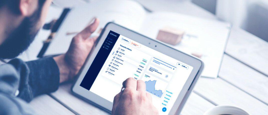 Bitwala-Kunden beim Banking. Das Fintech setzt bei der Finanzierung auf Genussrechte im neuen Gewand.|© Bitwala