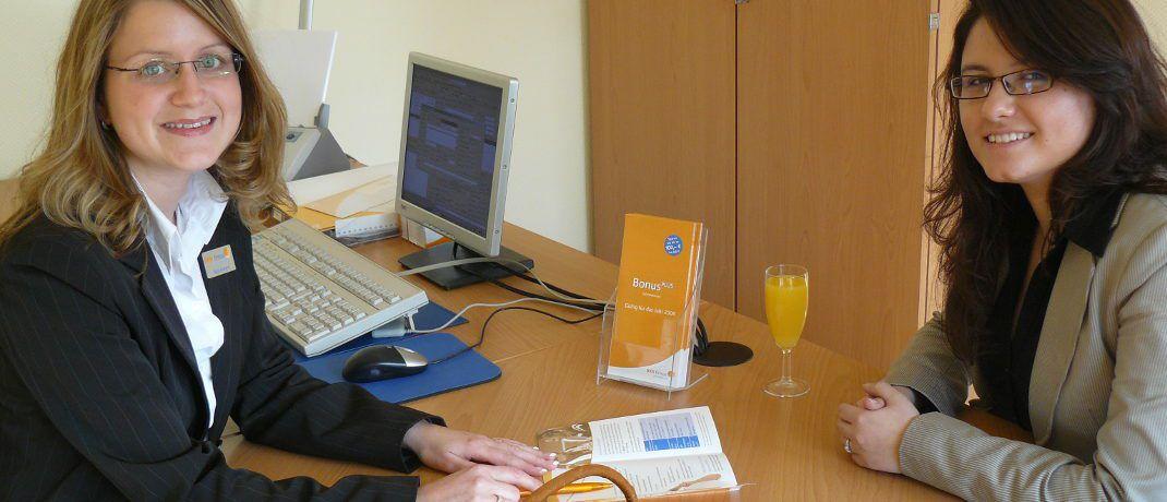 Kundenberatung bei der BKK firmus: Das Unternehmen kooperiert bei Reiseschutz-, Zahnzusatz- und Krankentagegeldversicherungen mit der Inter Versicherungsgruppe.|© BBK firmus