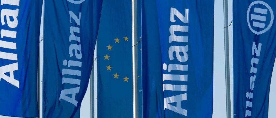 Flaggen des beliebtesten deutschen Versicherers Allianz. 2018 musste sich der Branchenprimus den Spitzenplatz mit der Huk Coburg teilen.|© Allianz