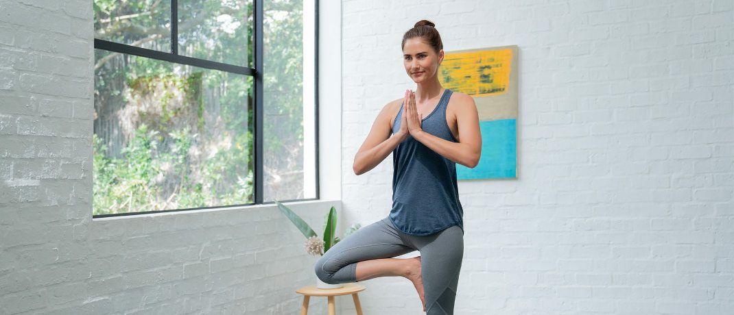 Frauen zeigen mehr Durchhaltevermögen bei der gesundheitlichen Prävention, zum Beispiel mit Yoga: Laut einer aktuellen Umfrage schätzen vor allem Menschen in Bremen und Berlin ihren Gesundheitszustand als mittelmäßig ein.|© AXA Deutschland