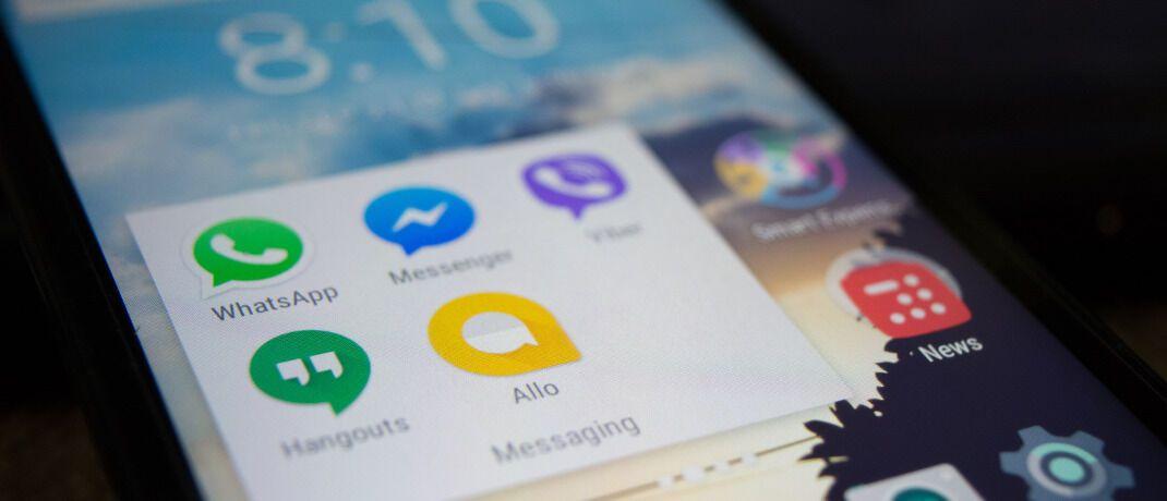 Smartphone-Bildschirm mit Social-Media-Apps: Zwei von drei Versicherern haben keine omnikanalfähige Produktstrategie. Das zeigt eine Umfrage beim EY Innovalue Versicherungs-Roundtable zum Thema Digitalisierung, zu der Vorstände und Geschäftsführer von deutschen Versicherern sowie aus führenden Maklerhäusern, Makler-Pools und Finanzvertrieben zusammenkamen.|© Alok Sharma