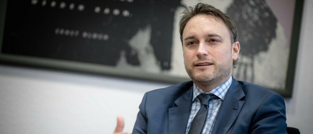 Alexander Mozer ist seit 2011 Investmentchef der Fondsgesellschaft Ökoworld und managt unter anderem den Ökoworld Growing Markets 2.0 (ISIN: LU0800346016). Zuvor war er für die frühere Cominvest und die Deka tätig.