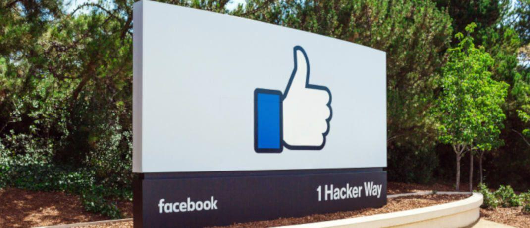 Firmenschild vor der Facebook-Zentrale in Kalifornien. Das Unternehmen ist im Morningstar US Target Market Exposure Index vertreten.|© Facebook