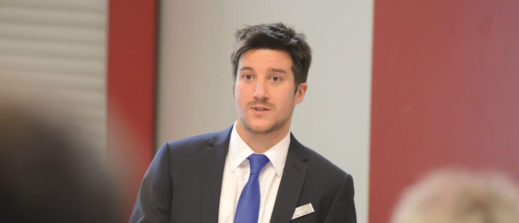Philip Wenzel: Der Fachwirt für Versicherungen und Finanzen (IHK) und für das Maklerunternehmen BSC tätig.