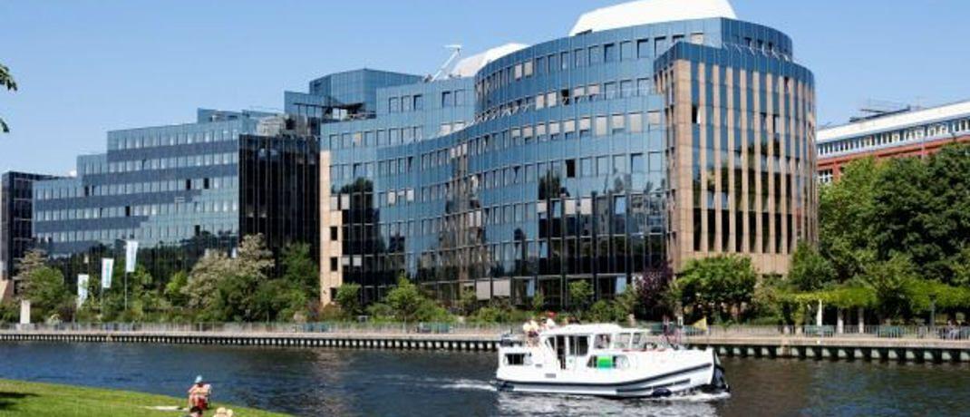 Skandia-Gebäude an der Spree in Berlin: Der Lebensversicherer hat 2013 das Neugeschäft eingestellt.|© Skandia Lebensversicherung AG