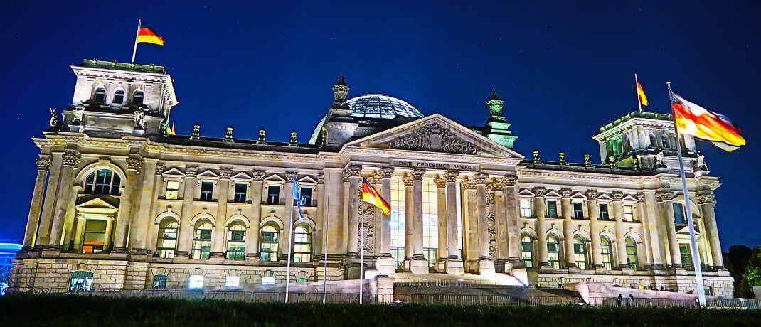 Reichstagsgebäude in Berlin: Der vom SPD-geführten Bundesfinanzministerium vorgelegte Entwurf zum so genannten Provisionsdeckel sorgt für Widerspruch beim Koalitionspartner. Finanzpolitiker der CDU/CSU-Bundestagsfraktion lehnen die Pläne bislang ab.|© Philipp Wiatschka / <a href='http://www.pixelio.de/' target='_blank'>pixelio.de</a>