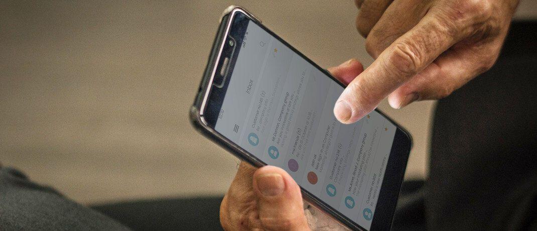 Smartphone: Die Allianz und das Schweizer Fintech Numbrs haben eine Kooperation für Versicherungsabschlüsse auf mobilen Endgeräten vereinbart. Damit steigt das Numbrs-Produktangebot bei Versicherungen.|© rawpixel.com