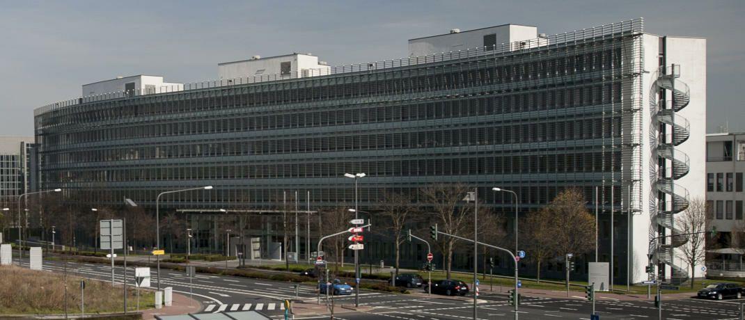 Sitz der Bafin in Frankfurt: Die Behörde warnt erneut von Telefonbetrügern.|© Kai Hartmann / BaFin