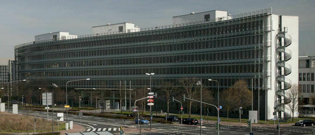 Gebäude der Bafin in Frankfurt am Main. Die Finanzaufseher haben ermitteln lassen, wie Verbraucher mit den neuen Finanzmarktregeln zurechtkommen.|© Bafin