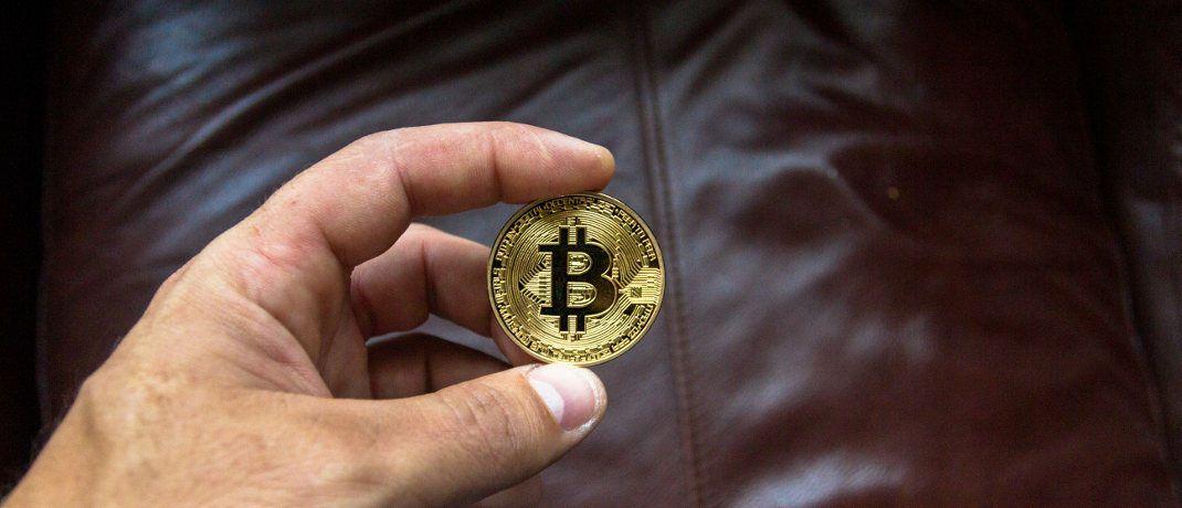 Symbolische Bitcoin-Münze: Bitcoin bleibt einer Studie zufolge die mit Abstand bekannteste Kryptowährung