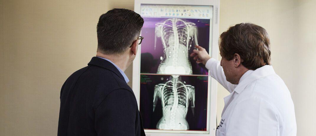 Arztbesuch: Mit dem Angebot einer betrieblichen Krankenversicherung können sich Firmen von ihren Wettbewerbern um die besten Talente abheben.|© pexels