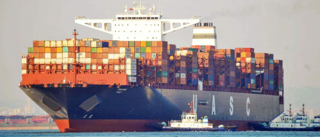 Containerschiff im Hafen von Qingdao, China.  | © STR/AFP/Getty Images