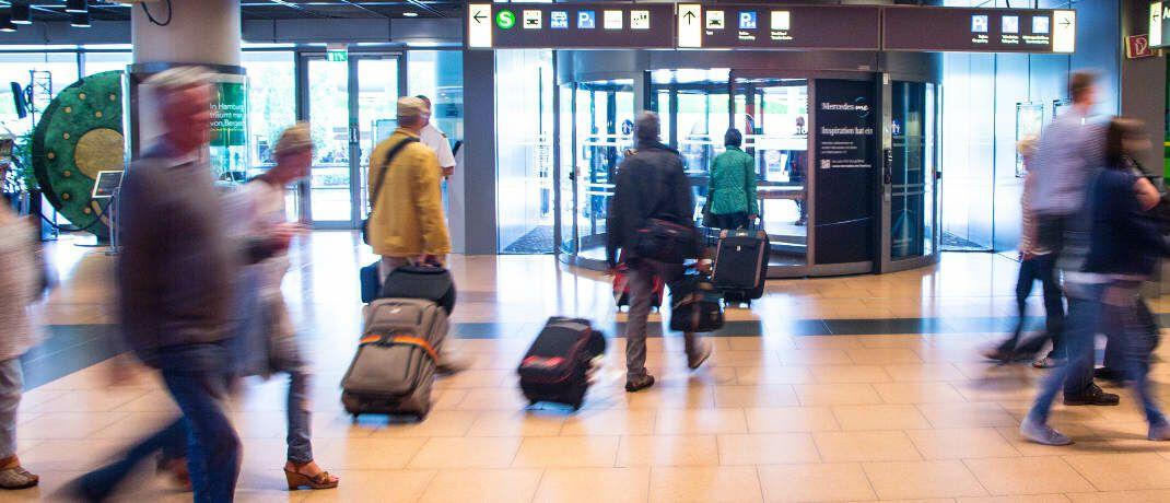 Flughafenterminal: Insbesondere Vielflieger profitieren von einem Service-Angebot zu Gesundheitsthemen, das sie auch im Ausland und rund um die Uhr nutzen können.|© Rainer Sturm / <a href='http://www.pixelio.de/' target='_blank'>pixelio.de</a>