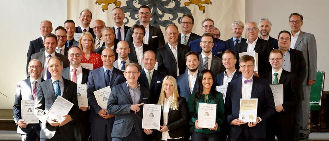 Die Preisträger 2019: Die besten Anbieter für Versicherungs-Software wurden jetzt wieder mit dem Eisenhut Award ausgezeichnet.|© KuBI e.V.