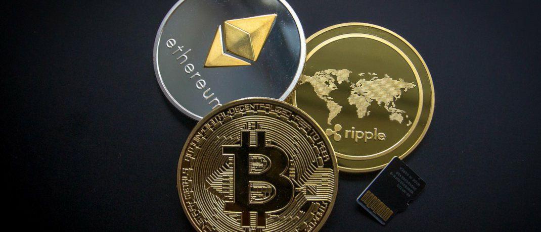 Die Kryptowährungen Bitcoin, Ethereum und Ripple. Der Bitcoin hat einen Marktanteil von derzeit 58 Prozent.|© World Spectrum / Pixabay