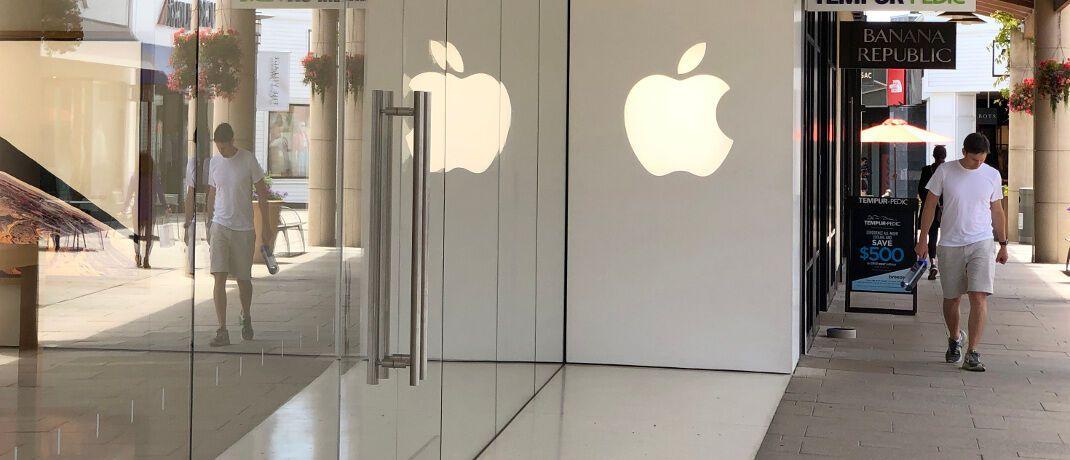 Eingang eines Apple Stores im kalifornischen Corte Madera. Das US-Tech-Unternehmen hat in besonders großem Umfang eigene Aktien zurückgekauft.|© Getty Images