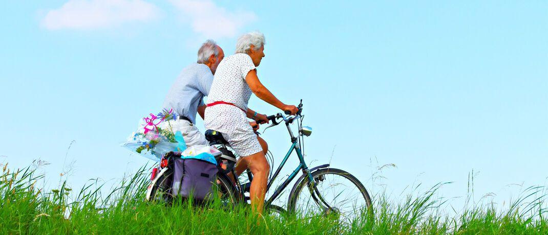 Rentner im Urlaub: Der Mehrheit der Deutschen ist bewusst, dass sie fürs Alter vorsorgen müssen. © Pixabay